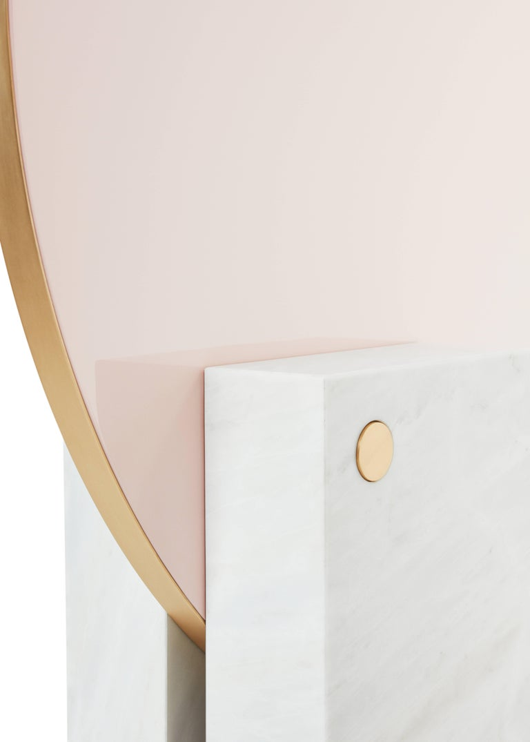 Big mirror or screen pivoting on its stand