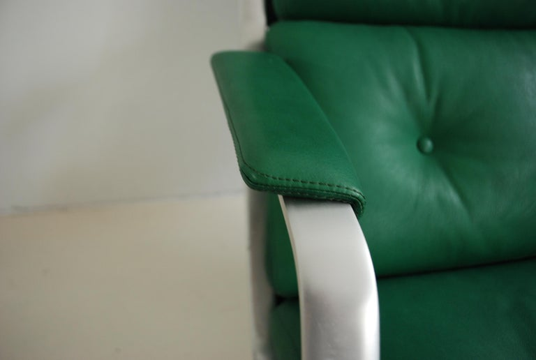 Mid-20th Century Kill International FK 85 Lounge Chair Green by Kastholm & Fabricius Kelly green For Sale