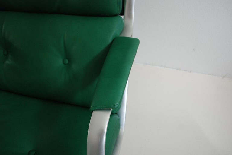 Aluminum Kill International FK 85 Lounge Chair Green by Kastholm & Fabricius Kelly green For Sale