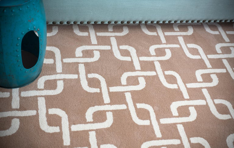 Hand-Crafted Kilombo Home 21st Century Hand Tufted Wool Rug Made in Spain Beige & White Chain For Sale