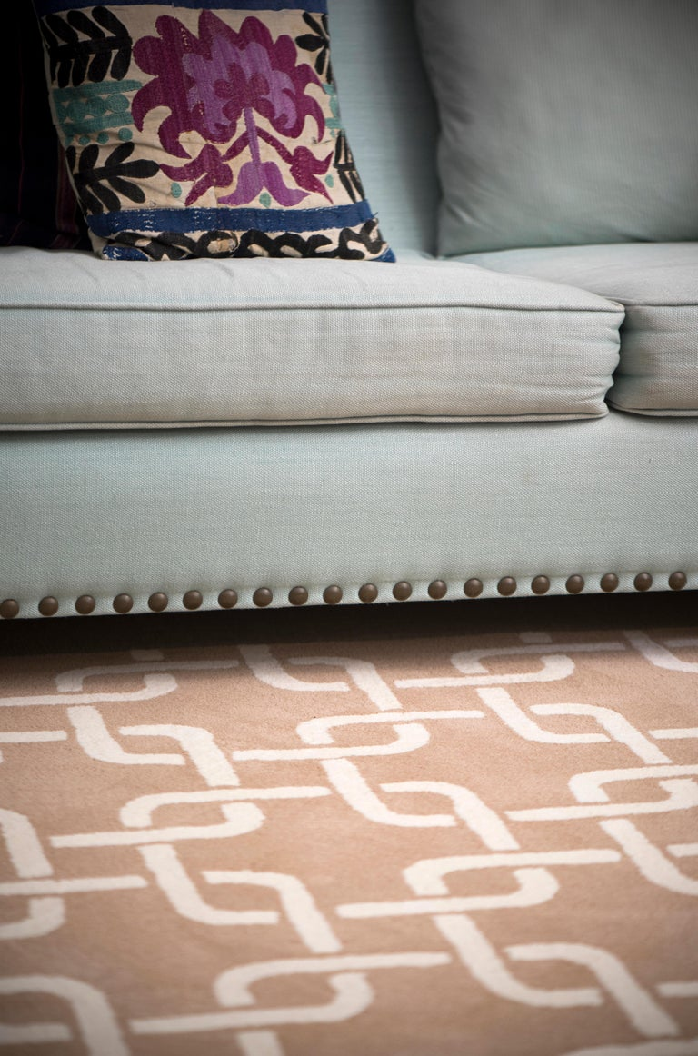 Kilombo Home 21st Century Hand Tufted Wool Rug Made in Spain Beige & White Chain For Sale 2
