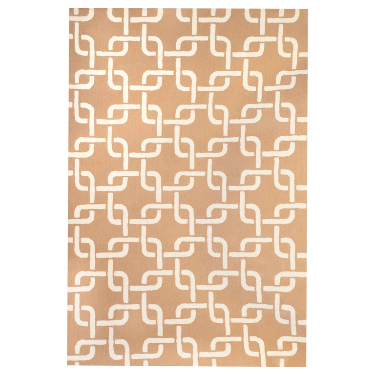 Kilombo Home 21st Century Hand Tufted Wool Rug Made in Spain Beige & White Chain For Sale