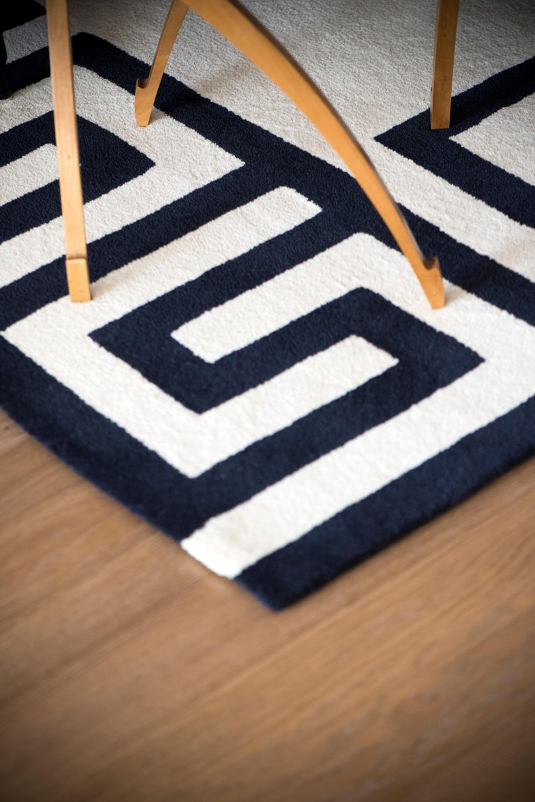 Kilombo Home 21st Century Hand Tufted Wool Rug Made in Spain White & Navy Blue In New Condition For Sale In Madrid, ES