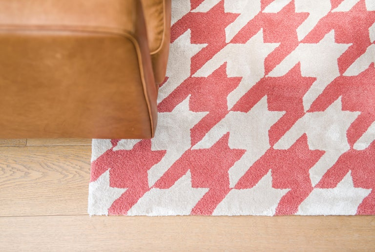 Contemporary Kilombo Home 21st Century Handtufted Wool Rug made in Spain Red and White For Sale
