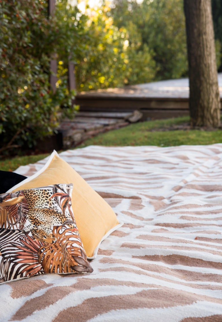 Hand-Woven Kilombo Home 21st Century Handwoven Polypropylene Outdoor Rug Sauvage Brown For Sale