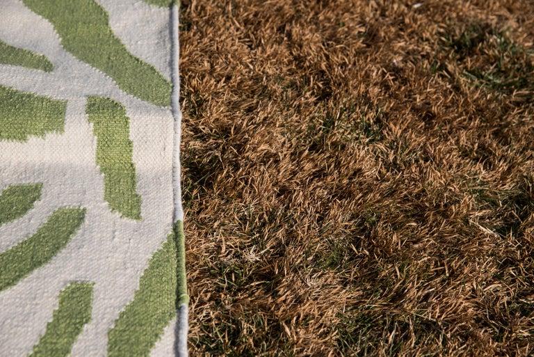 Hand-Woven Kilombo Home 21st Century Handwoven Polypropylene Outdoor Rug Sauvage Green For Sale