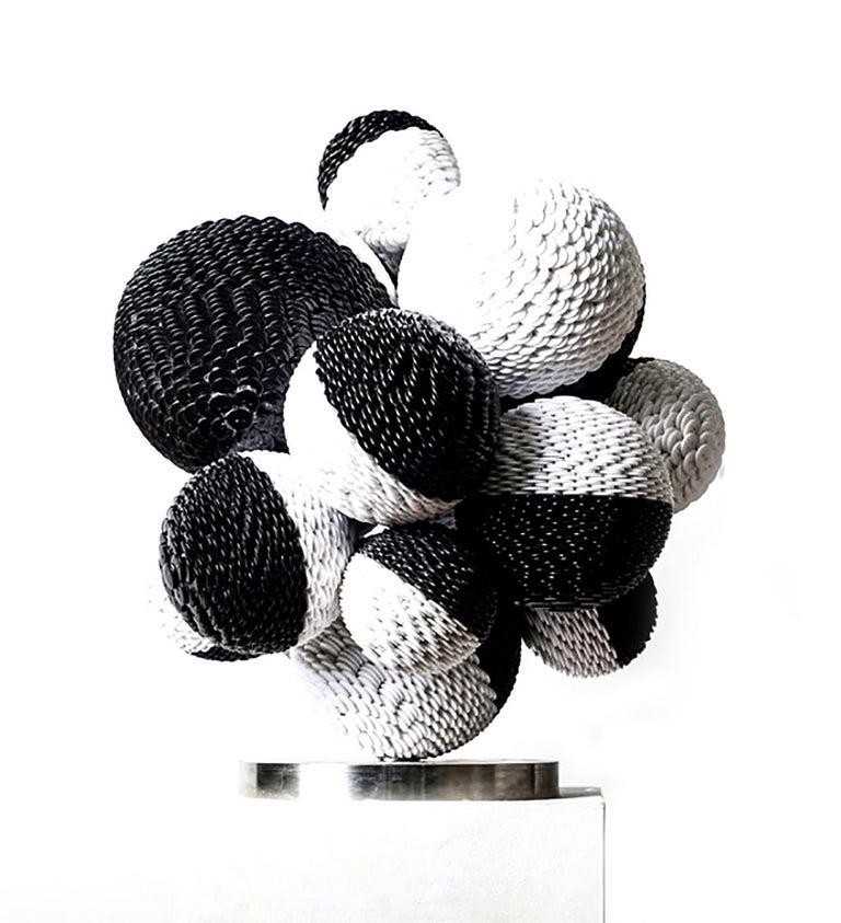 Kim Seungwoo Figurative Sculpture - Circle XXXI