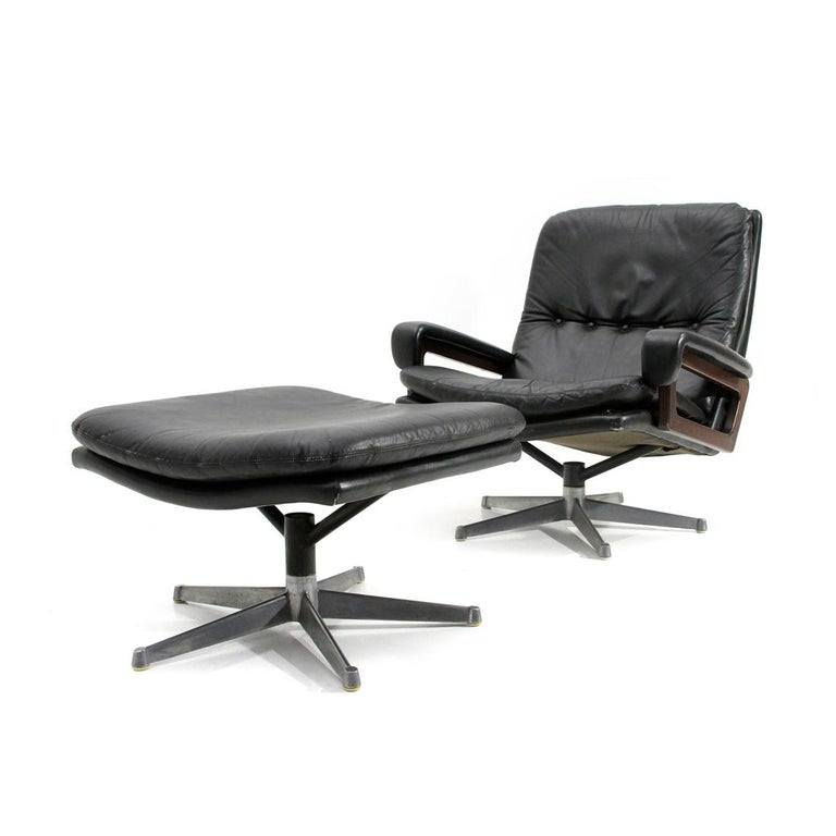 'King' Armchair with Ottoman in Black Leather by André Vandenbeuck for Strässle In Good Condition For Sale In Savona, IT