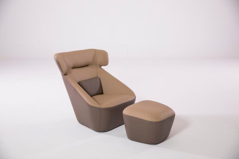 Hand-Crafted King Spencer Club Chair with Two-Tone (Tan-Brown) Italian Leather Upholstery For Sale
