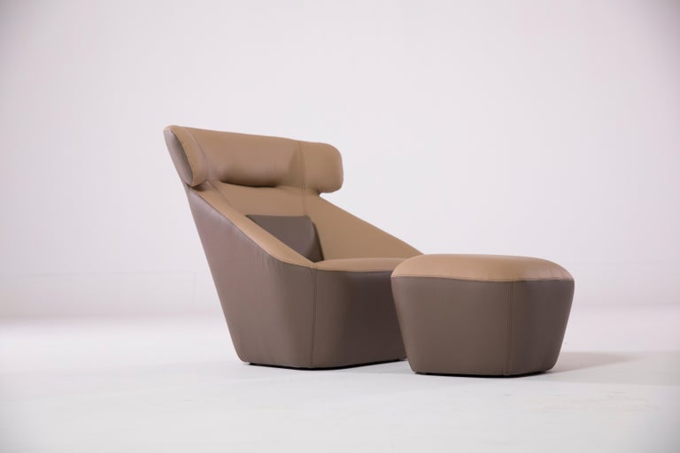 Contemporary King Spencer Club Chair with Two-Tone (Tan-Brown) Italian Leather Upholstery For Sale