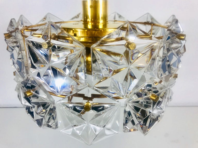 Mid-20th Century Kinkeldey Midcentury Polished Brass and Crystal Glass Chandelier, circa 1960s For Sale