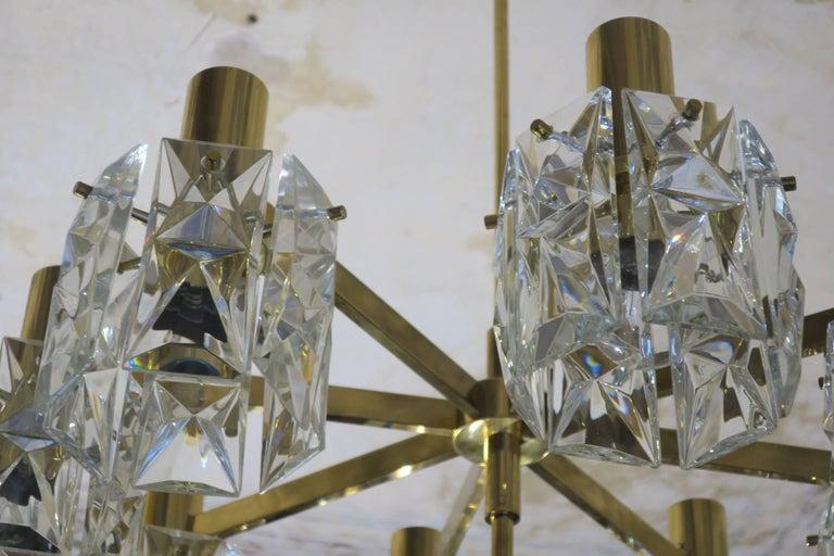 Kinkeldey Midcentury Faceted Crystal and Brass Chandelier, 1960s In Good Condition For Sale In Berlin, DE