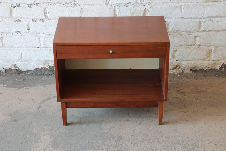 Kipp Stewart for Calvin Mid-Century Modern Walnut Nightstand, 1950s In Good Condition For Sale In South Bend, IN