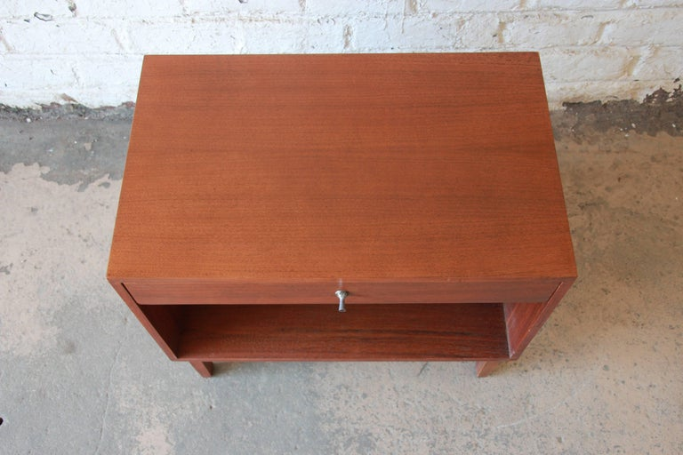 Kipp Stewart for Calvin Mid-Century Modern Walnut Nightstand, 1950s For Sale 3