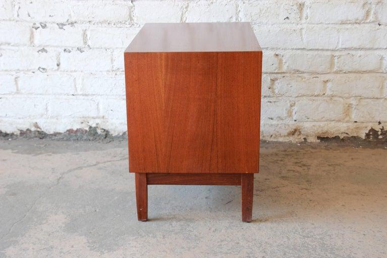 Kipp Stewart for Calvin Mid-Century Modern Walnut Nightstand, 1950s For Sale 4