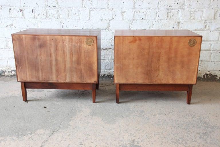 Kipp Stewart for Calvin Mid-Century Modern Walnut Nightstands, Pair For Sale 3