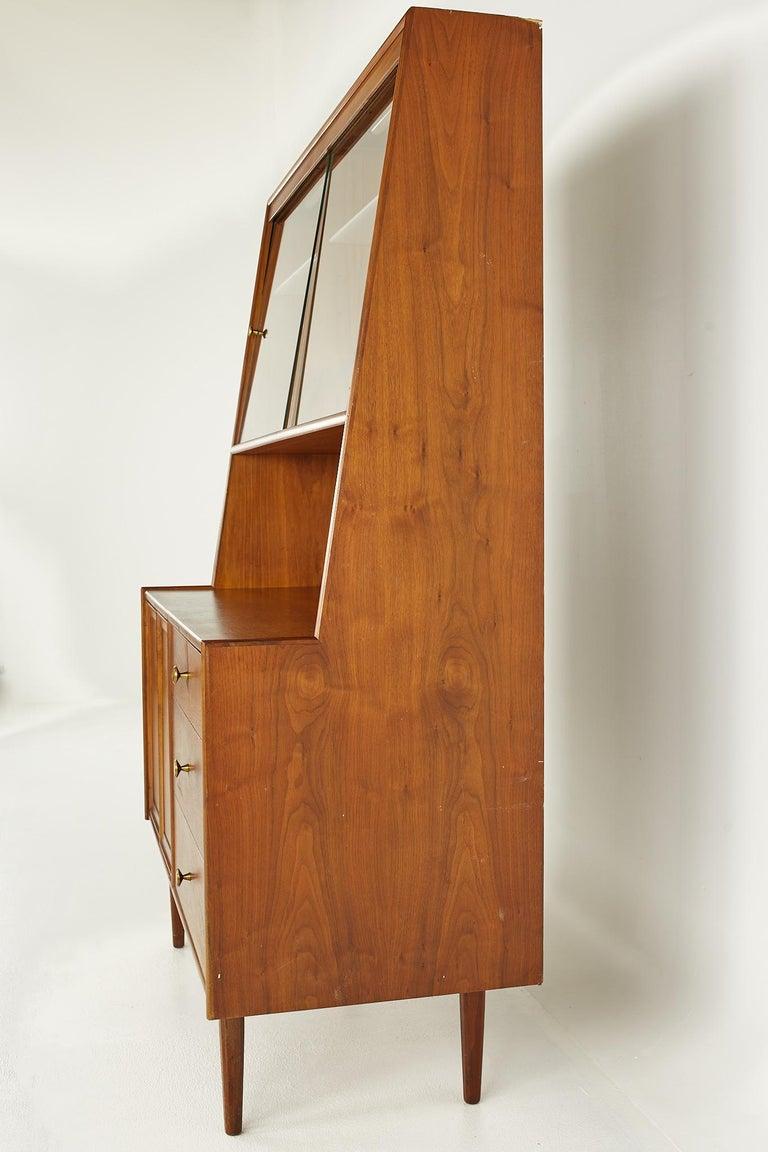 Kipp Stewart for Drexel Mid Century Walnut China Cabinet In Good Condition In La Grange, IL