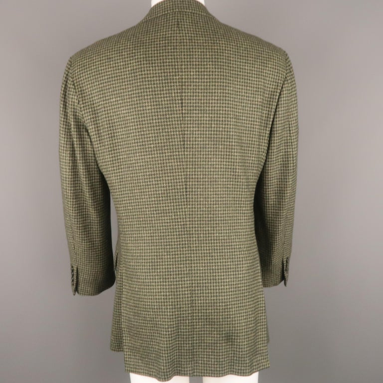 KITON 40 Regular Green Houndstooth Cashmere / Silk Notch Lapel Sport Coat In Good Condition For Sale In San Francisco, CA