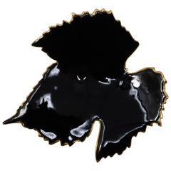 Oscar de la Renta Lane Black Enamel Grapevine Leaf in Gold