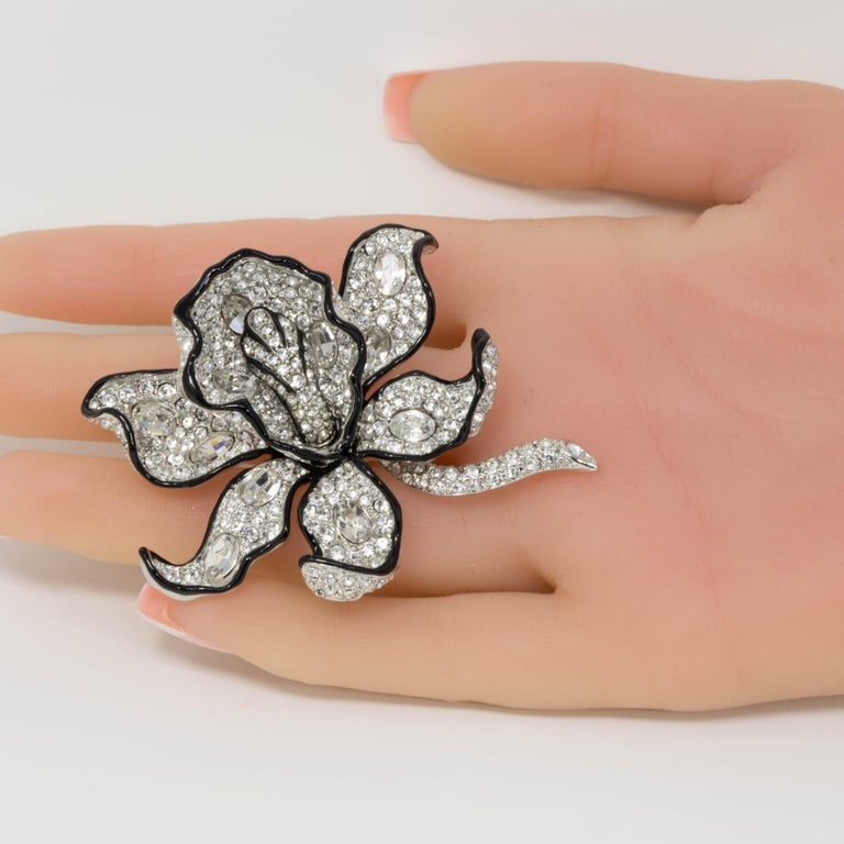 Modern KJL Kenneth Jay Lane Clear Crystal Leaf Pin Brooch in Silver, Black Enamel Trim For Sale