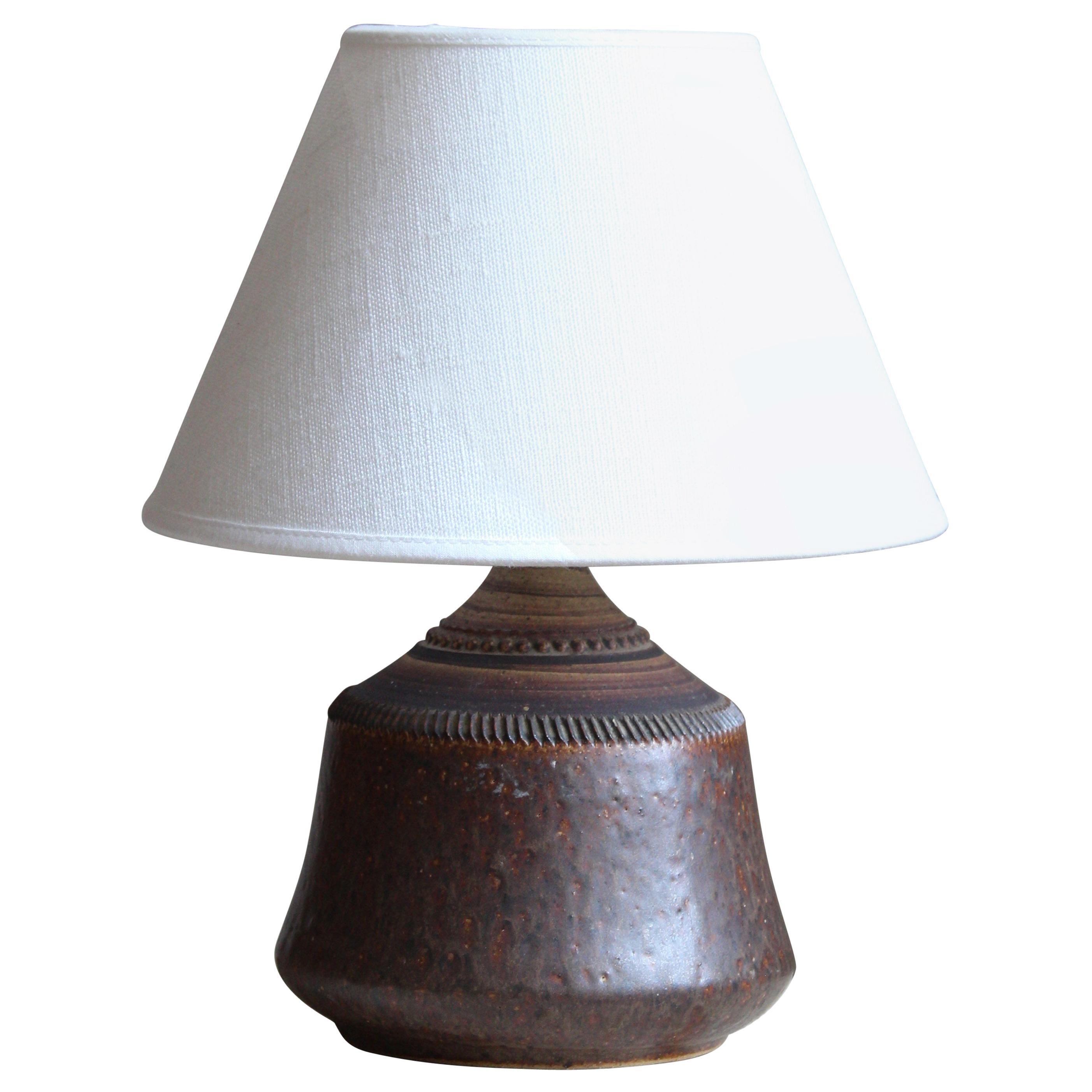 Klase Höganäs, Table Lamp, Brown Glazed Incised Stoneware, Linen, Sweden, 1950s