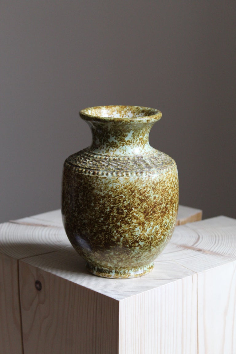 A vase by Klase Höganäs. In stoneware. Signed. Features a highly artistic glaze paired with simple ornamentation.