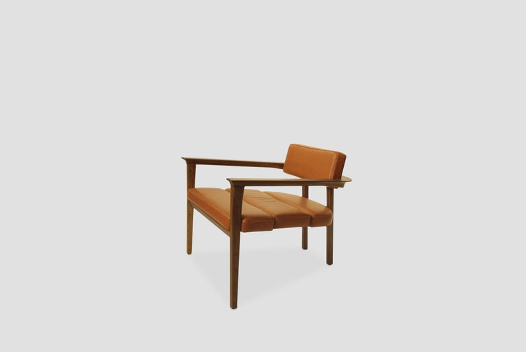 Klee Walnut Armchair with Leather Seat In New Condition For Sale In Mexico City, MX