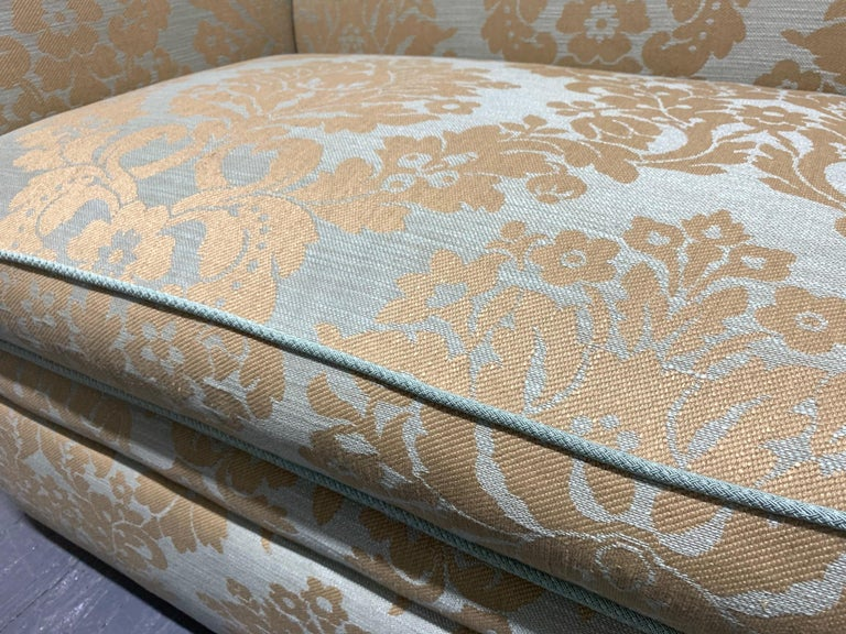 Knole Sofa with Custom Upholstery In Good Condition For Sale In New York, NY