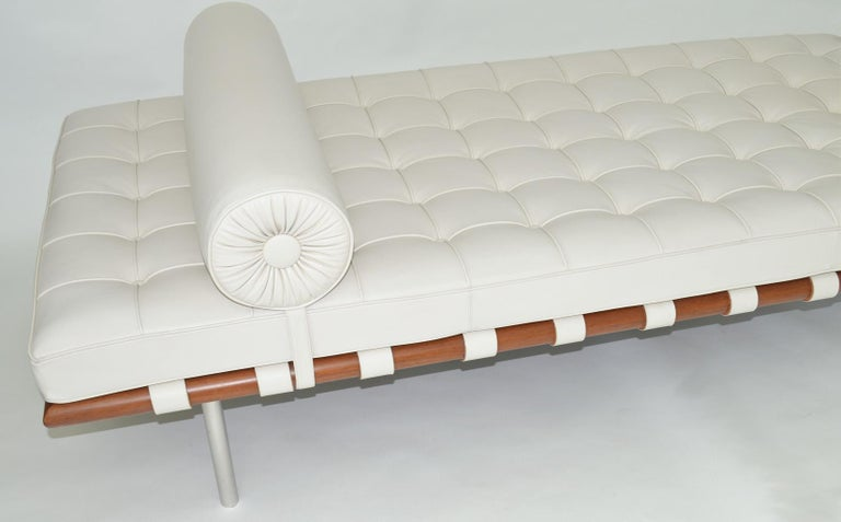 Knoll Barcelona couch daybed or sofa in white Sabrina leather, circa 1997 Ludwig Mies van der Rohe 1930 excellent condition.  Designed in 1930, the Barcelona couch daybed or sofa shares the same simple elegance as its iconic counterpart,