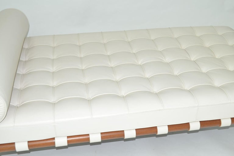 Knoll Barcelona Couch Daybed or Sofa in White Sabrina Leather, circa 1997 In Excellent Condition In Ft Lauderdale, FL