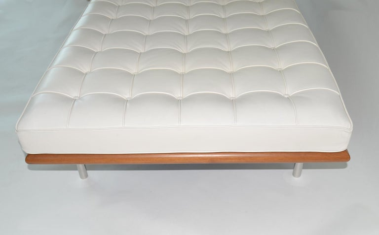 Knoll Barcelona Couch Daybed or Sofa in White Sabrina Leather, circa 1997 2