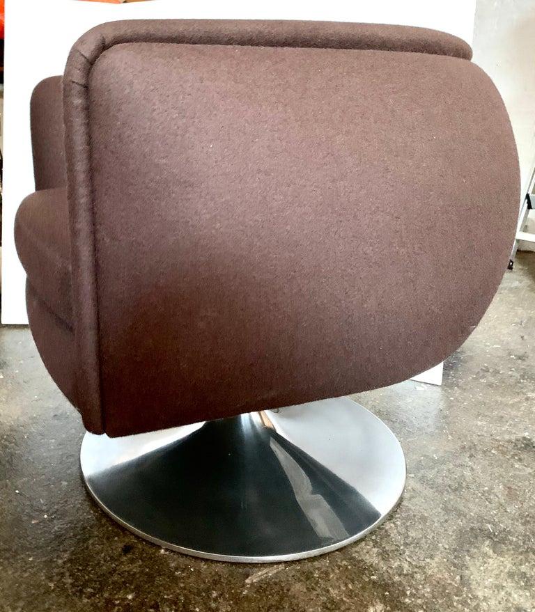Knoll D'Urso Modern Swivel Club Lounge Chair in Pumpernickel Wool Bouclé, Steel 4