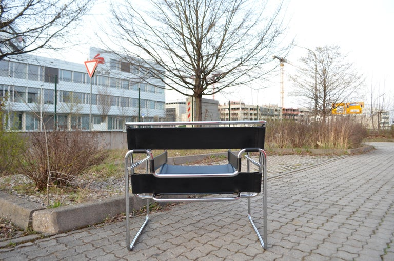 Knoll International Wassily Chair by Marcel Breuer Black Leather For Sale 12