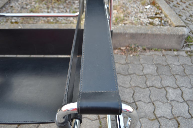 Knoll International Wassily Chair by Marcel Breuer Black Leather For Sale 3