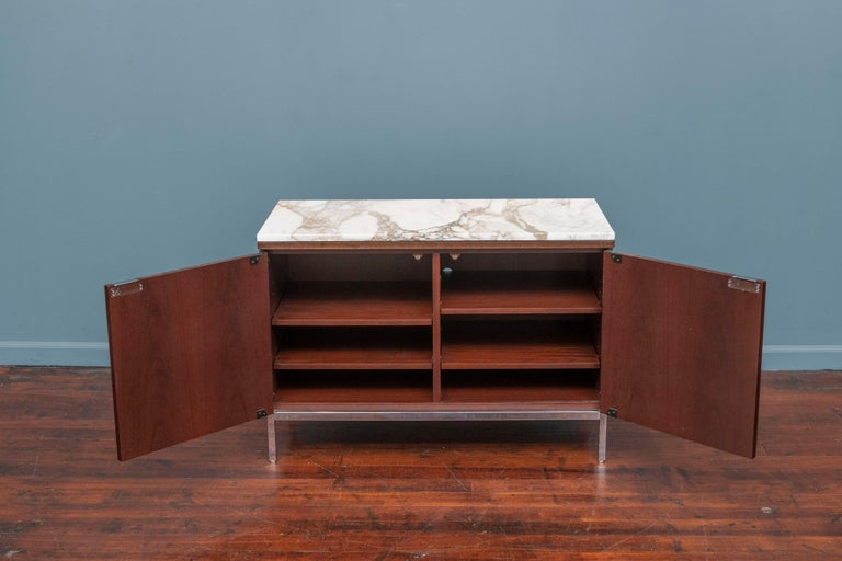 Mid-Century Modern Knoll Style Marble Top Walnut Credenza For Sale