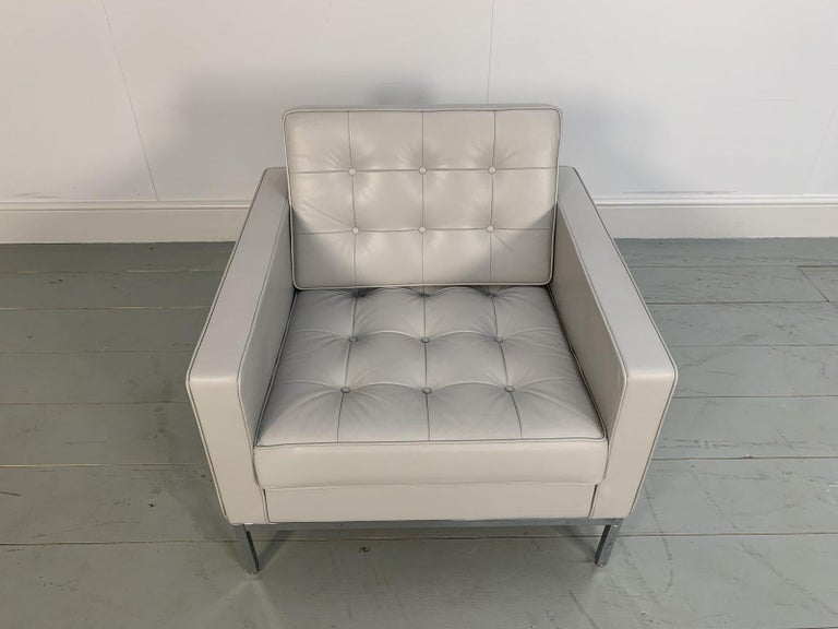 "Knoll Studio ""Florence Knoll"" Lounge Chair Armchair in Pale Grey ""Volo"" Leather In Good Condition For Sale In Whalley, GB"