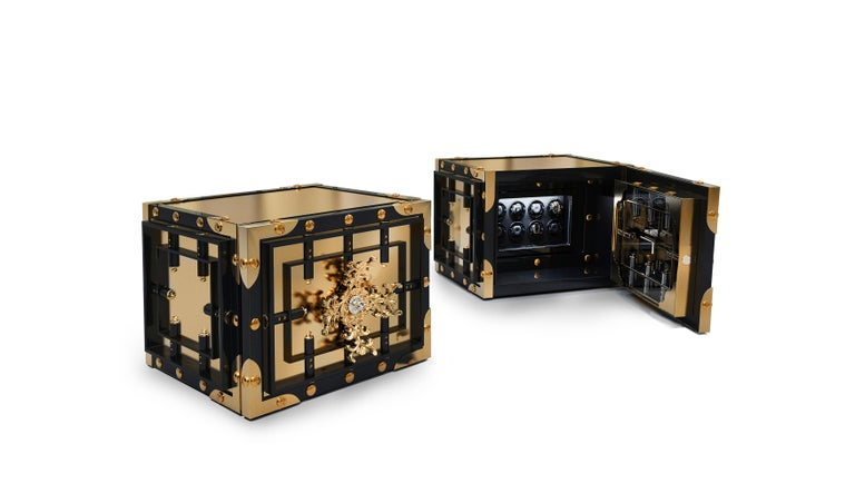 Modern Knox Watch Winder in Brass and Black Lacquered Wood For Sale