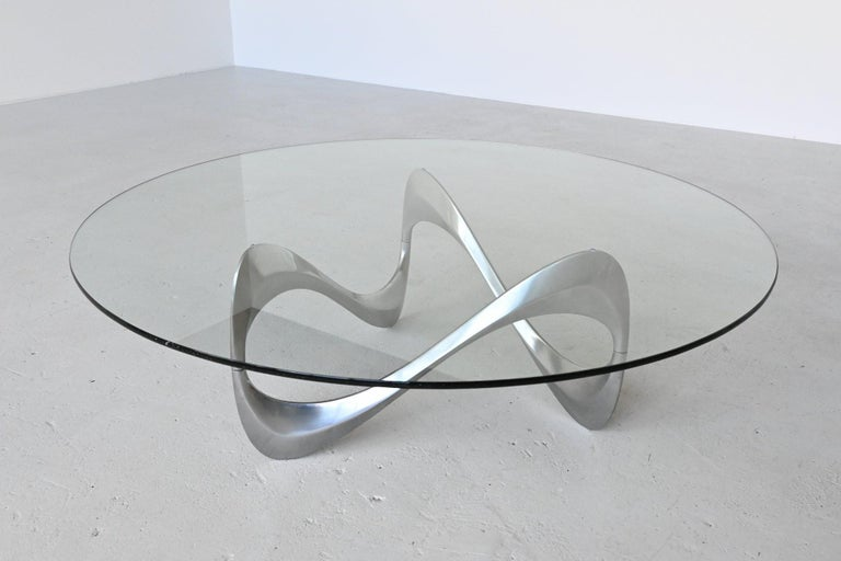 Very nice sculptural snake coffee table designed by Knut Hesterberg and manufactured by Ronald Schmitt, Germany, 1965. This stunning coffee table has an organic shaped polished aluminium base that supports a thick hardened glass top. The shape of