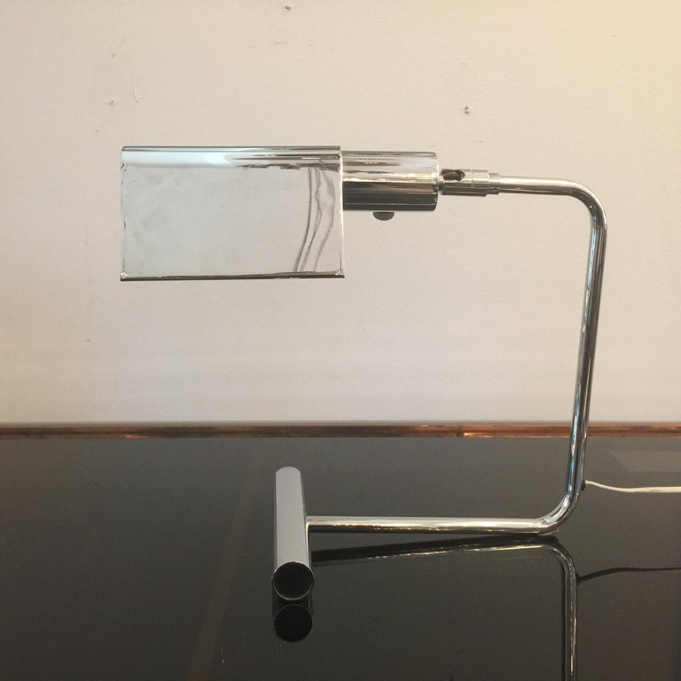 This is a wonderful and original signed Koch & Lowy pivoting chromed desk lamp with tent shade diffuser. Single Edison socket.