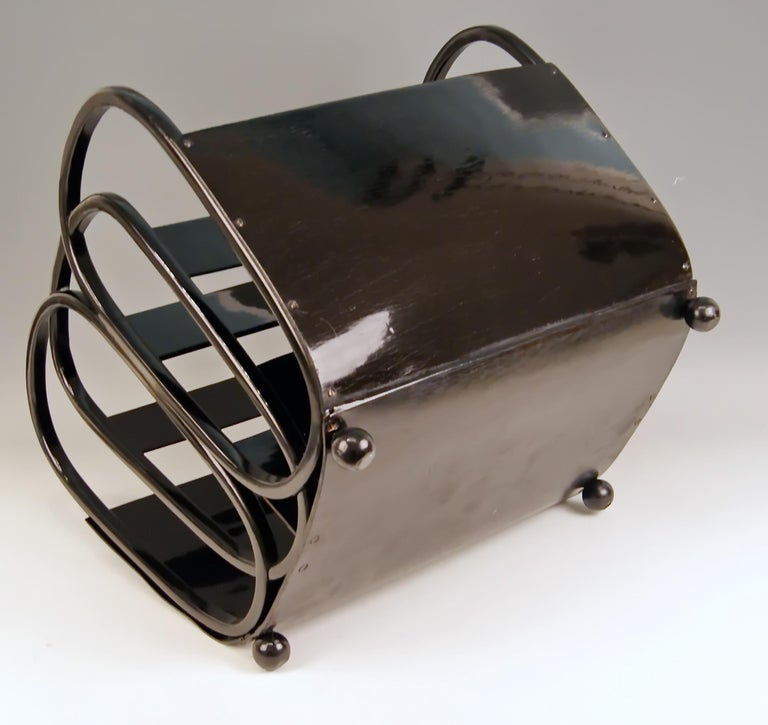 Kohn Magazine Rack Bentwood Plywood Black, Kolo Moser Nr. 1070, circa 1901-1905 In Good Condition For Sale In Vienna, AT