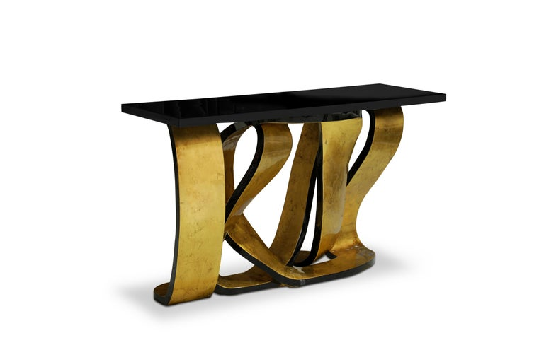 Get wrapped up in the rhythmic design of the Ribbon console table. The provocative twists and turns of the base are delicately adorned in gleaming metal leaf, mimicking the sheen of a girl's hair ribbon. The luxury console table's playful base is