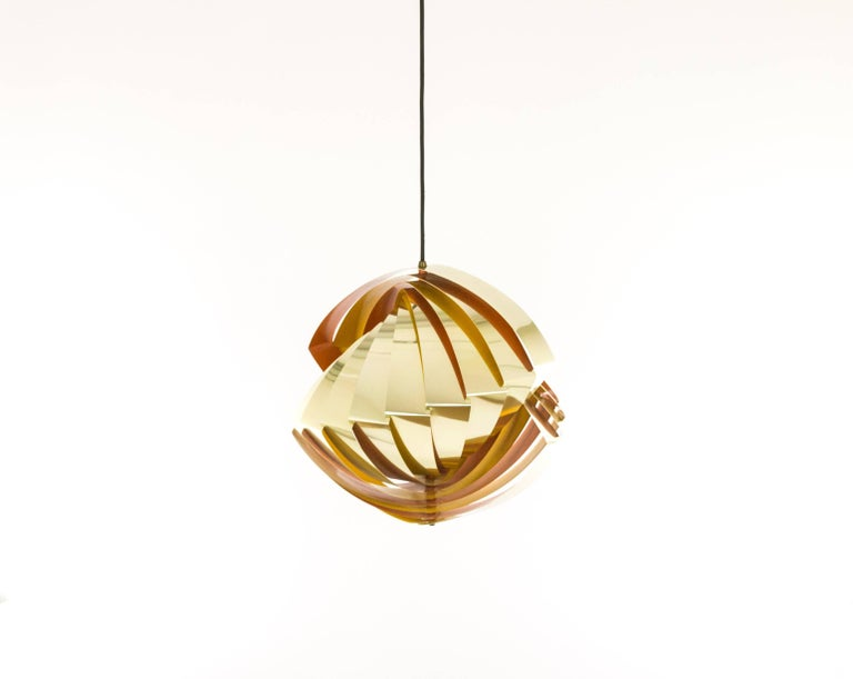 Louis Weisdorf, the renowned Danish architect and designer, created this Konkylie in pendant in 1963. It was produced by lighting manufacturer Lyfa as from 1964.  Konkylie consists of 12 thin metal slats that, elegantly bent, form a conch-like