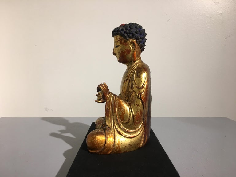 Korean Carved and Giltwood Buddha, Joseon Dynasty, 19th Century In Fair Condition For Sale In Austin, TX