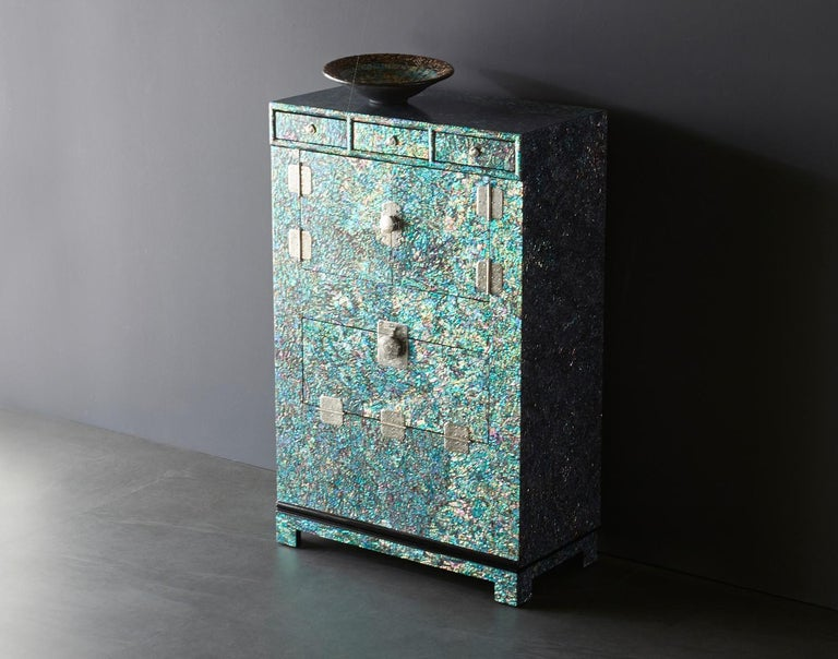 Oriental Modern Mother of Pearl Wood Chest with Rainbow Colors by Arijian In New Condition For Sale In Namyangju-si, KR