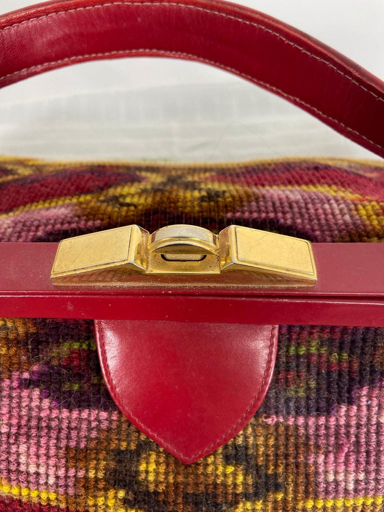 Koret Roses Frame Carpet Bag Rare 1960s Leather Interior Handbag In Good Condition For Sale In West Palm Beach, FL