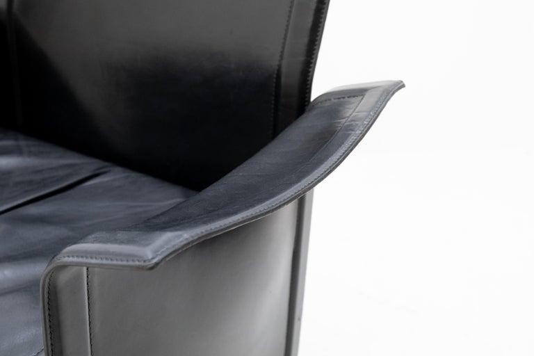 Very nice black stich leather armchair. Design by Tito Agnoli for Matteo Grassi. Model Korium. 1980s good seating comfort. Nice Italian design.