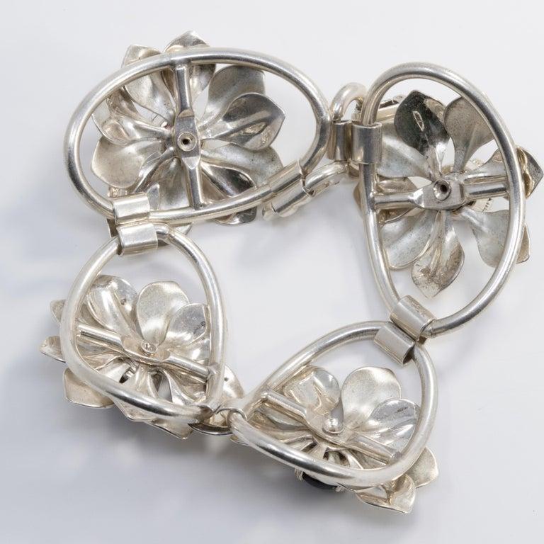 Kreisler Deep Blue Gemstone Sterling Silver Flower Link Bracelet, Foldover Clasp In Good Condition For Sale In Milford, DE