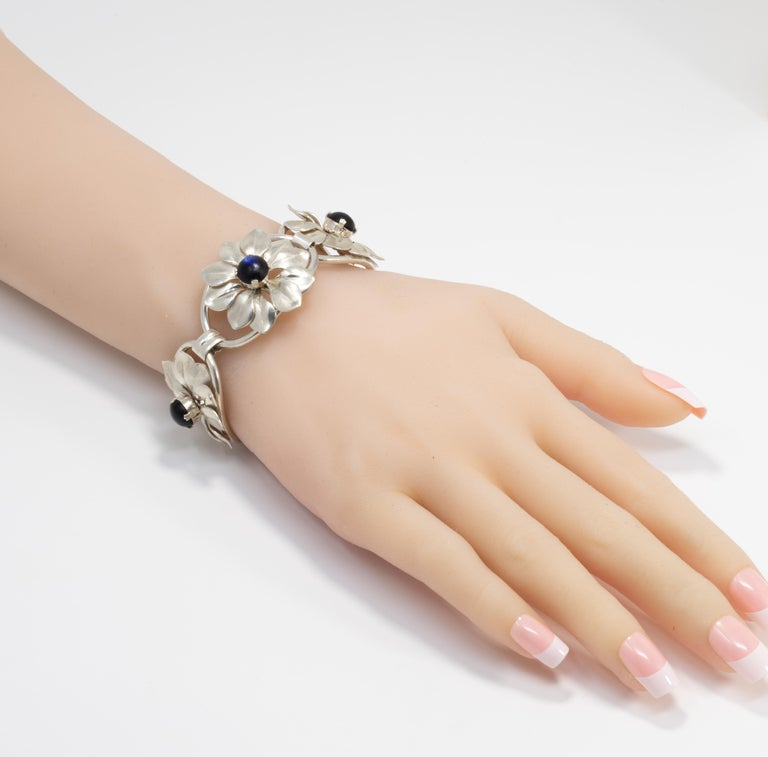 Kreisler Deep Blue Gemstone Sterling Silver Flower Link Bracelet, Foldover Clasp For Sale 1