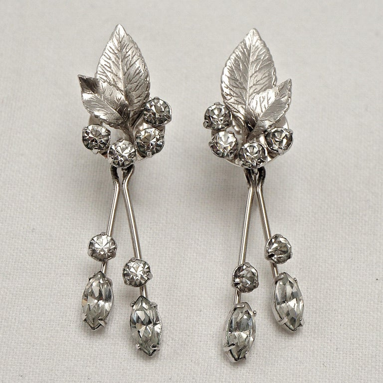 Krementz 14K White Gold Overlay Leaf Design Rhinestone Necklace and Earring Set For Sale 9