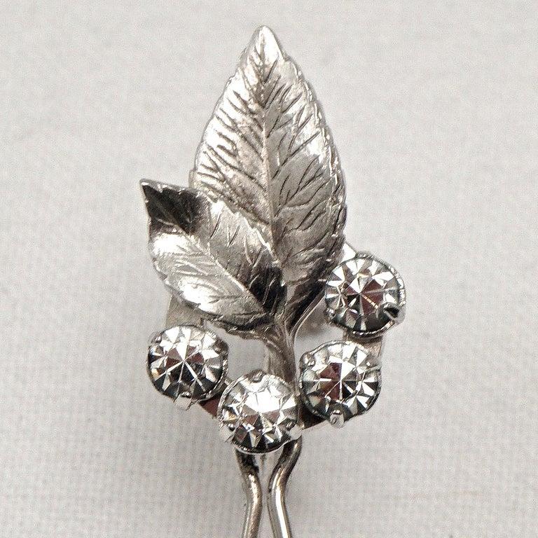 Krementz 14K White Gold Overlay Leaf Design Rhinestone Necklace and Earring Set For Sale 10